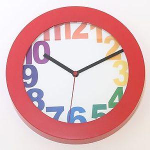 705 Mebus Wanduhr ! rot mit bunten Zahlen ! modernes design ! 25 cm