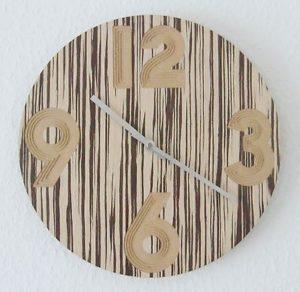 322 Mebus Wanduhr ! Holz super moderes design Neu!