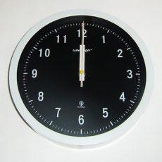 299 Mebus Funk Wanduhr schwarz-weiß modern !!!