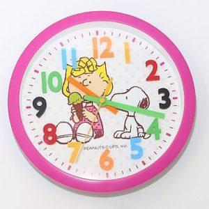 711 Mebus Wanduhr ! Kinderuhr ! pink mit bunten Zahlen ,